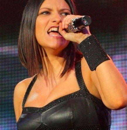 laura pausini concerti - La Pausini in Perù canta senza intimo: incidente sexy o no?(video)