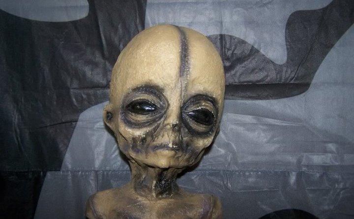 dynbko - La bufala dell'alieno , dello scienziato, e dell'area 51: ecco perche!