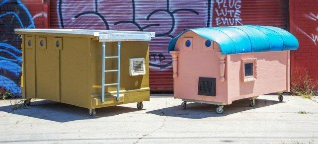 41 614102 - Spazzatura trasformata in case per barboni