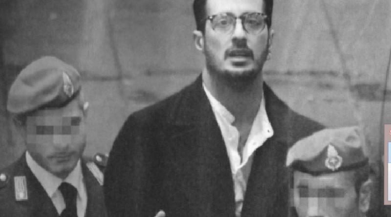 StrisciaLaNotizia1 - Fabrizio Corona sepolto e senza forze in carcere, Nina Moric e Belen unite per salvarlo.
