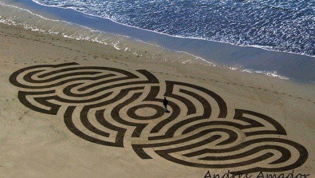 alieno sulle spiagge di san francisco 620x350 - Un alieno all'opera sulle spiagge di San Francisco