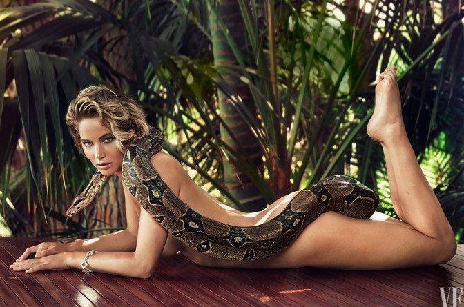 images1 - Jennifer Lawrence nuda con boa