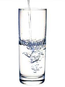 20150228 a3aec3d15a630557dfb998c7679a974e1 - Incredibile trucco con un bicchiere d'acqua
