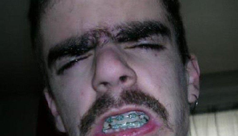 superthumb5 - Persone con sopracciglia inquietanti
