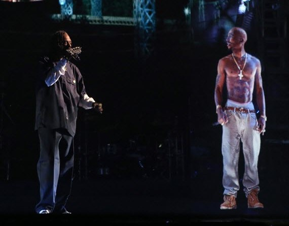 2012 coachella tupac hologram performing with dr dre and snoop dog 0 - Arrivano i concerti con ologrammi: da Freddie Mercury a Whitney Houston