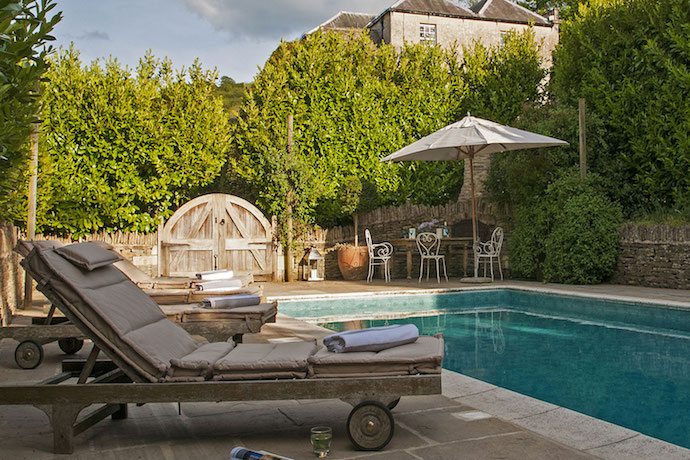 MrFox-uk-homestay-luxury-cotswold-swimming-pool