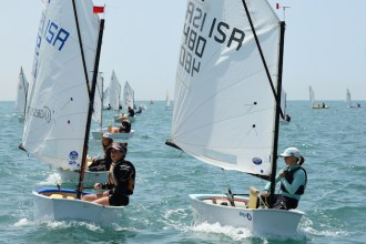 learn to sail in the UK