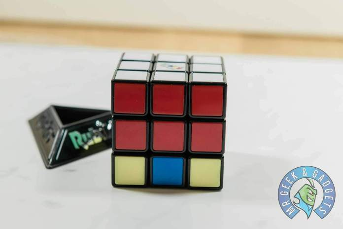 White and Red Middle Row Complete | How to Solve a Rubik's Cube