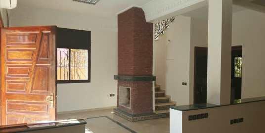 Belle villa à louer vide sur la route de casa marrakech
