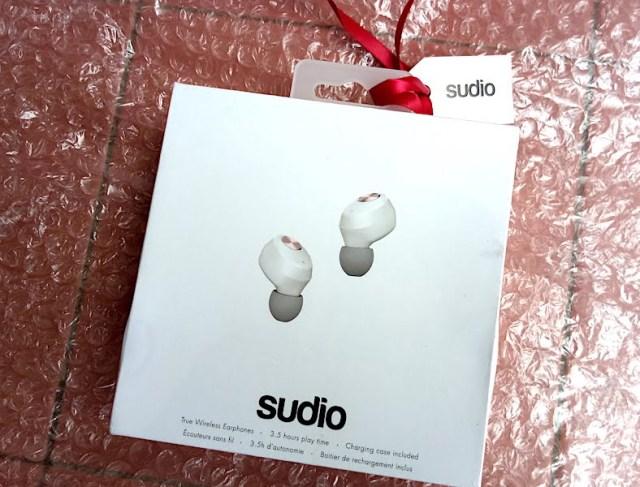 unboxing earphones sudio niva