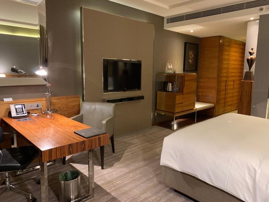 曼谷希爾頓素坤逸酒店-書桌及電視