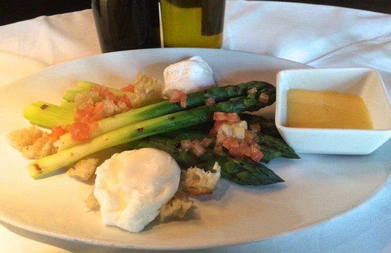 Sass asparagus and eggs