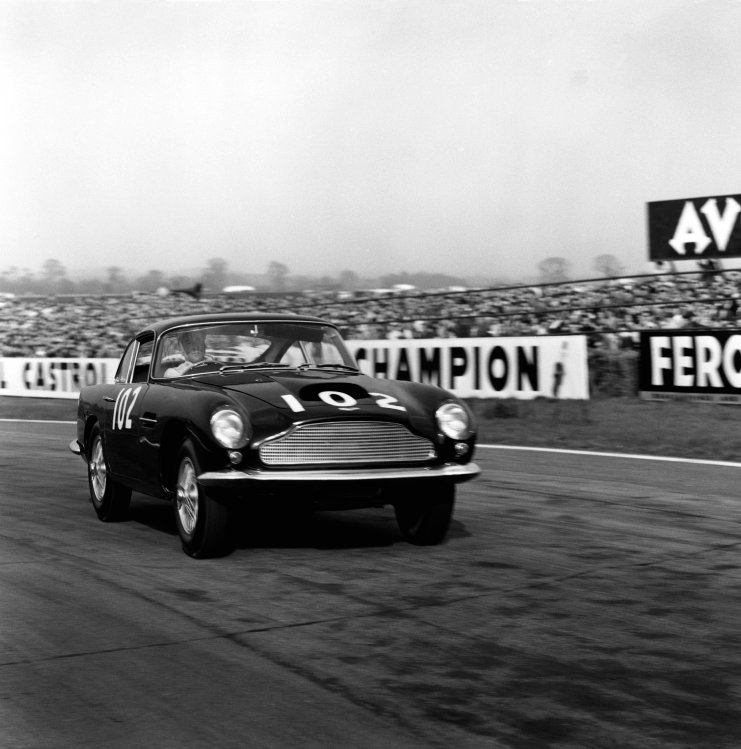 Goodwood, West Sussex, England. 18th April 1960. Stirling Moss (Aston Martin DB4 GT), 1st position, action. World Copyright: LAT Photographic. Ref: 6200.