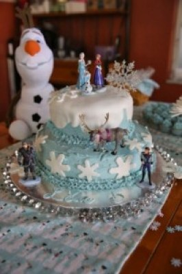 #tips #howto make a Frozen Birthday Cake #disney #disneyside