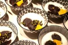 Schokoladenravioli mit Pistazienfüllung, Orangen-Kokos-Espuma & Schokosoße