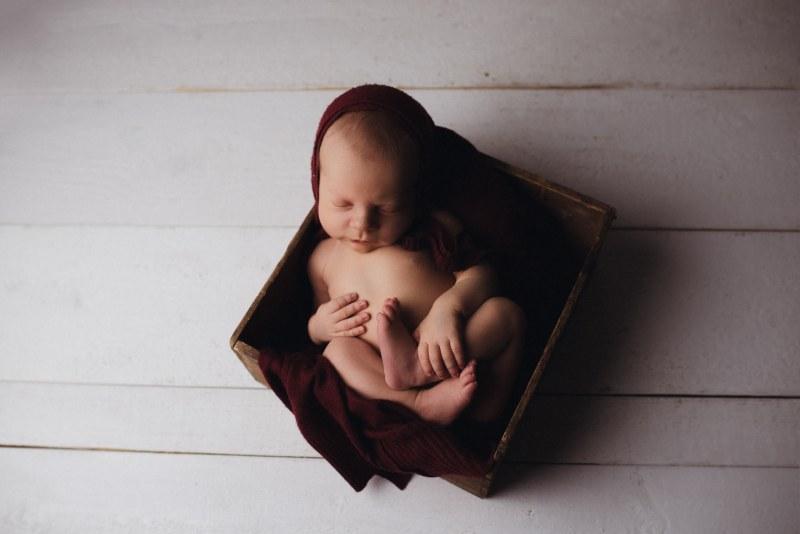 Nyföddfotografering Stockholm - Tjuvkik med Lukas 1