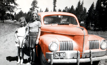 1940s-Automobile-with-two-girls