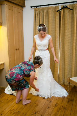 key reflections photography, straightening the wedding dress