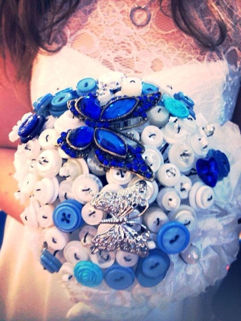 Curacao_and_Soda_Bouquet, wedding buttonique, blue button brooch bouquet