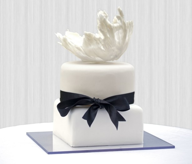 wedding cake, chaice blvd, the box bakery, structured 2 tier wedding cake