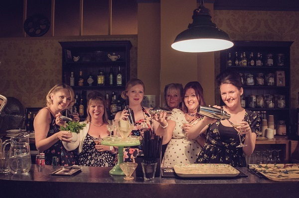 Hollywood Glamour Hen - Anna Pumer Photography, vintage hen house, vintage inspired hen parties