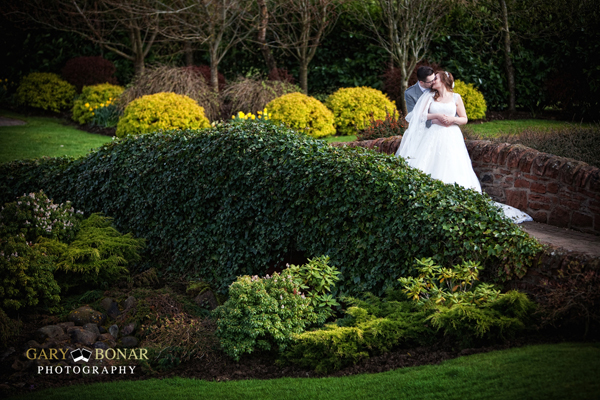 bride and groom, gary bonar photo, lochside house hotel