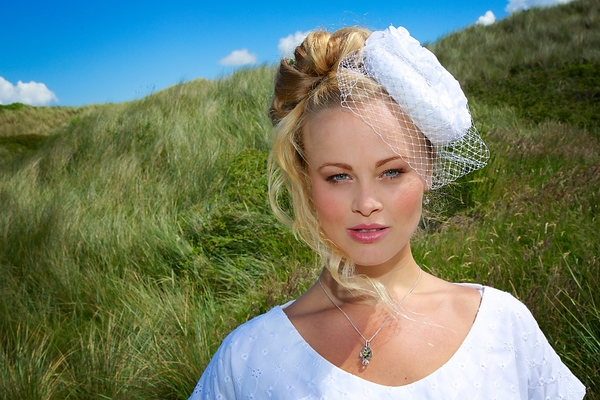 bespoke headwear, off with her head millinery ,, bespoke headwear, bespoke hats, bridal fascinator, alternative bridesmaid hats, alternative bridesmaid headwear, wedding gust hat, bridal party hat, mother of the bride hat,, bridal fascinator, image - kernow dream photography