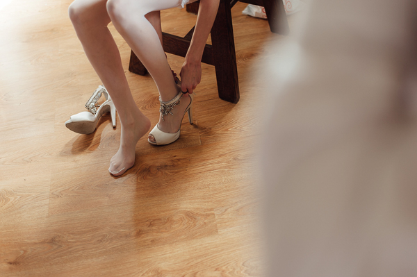 jollyday-photography, polish-wedding, polish-wedding-photographers, bride putting on wedding shoes