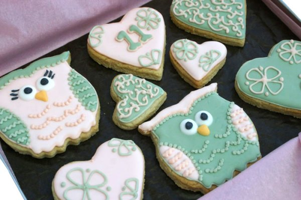 anniversary-owl-cookies, wedding favour cookies, cookie kitchen, hand baked cookies, lincolnshire bakery, hand iced cookies, wedding cookies, celebration cookies