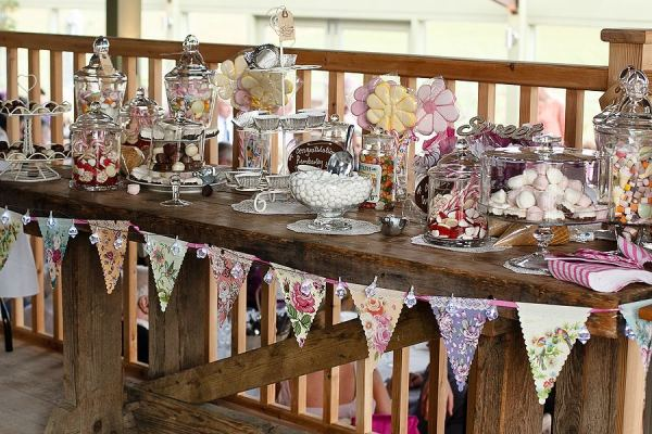Stone-Barn-Wedding-candy-buffet-Matt-Davis-Photography