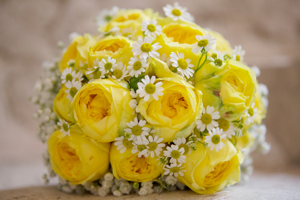yellow bridal bouquet, french-wedding, chateaux-wedding, lauz-photography, french-wedding-company, amanda-wakeley-dress
