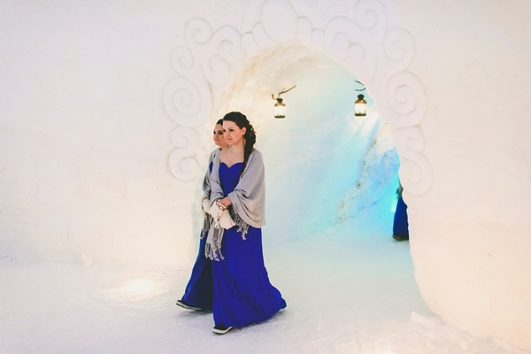 lapland-wedding-snowy-wedding-rob-grimes-hotography-destination-wedding-LUVATTUMAA- Ice-Chapel-Levi-Lapland (45)