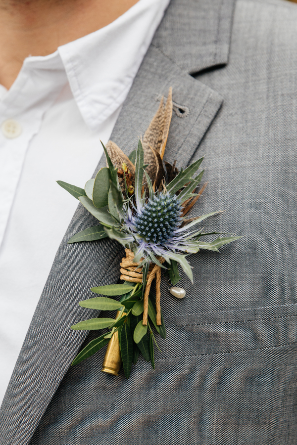 jess-yarwood-photography-woodland-wedding-inspiration-feather-wedding-details-thistle-wedding-details-cream-and-gold-wedding-palette (26)