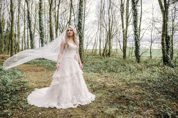 Sarah-Brabbin-Photography-Ian-Stuart-Wedding-Dress-Applewood-Weddings-Woodland-Wedding-Fairytale-wedding (13)