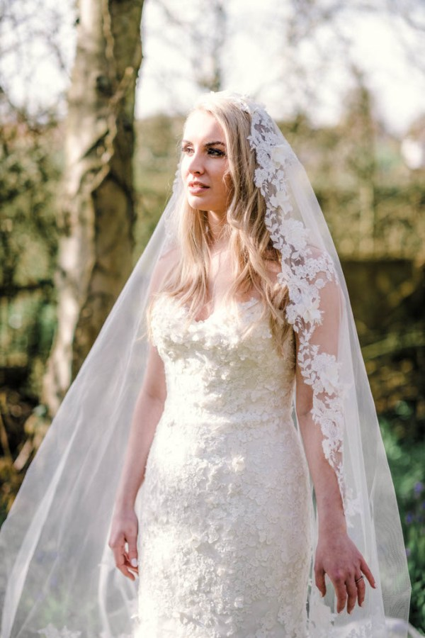 Sarah-Brabbin-Photography-Ian-Stuart-Wedding-Dress-Applewood-Weddings-Woodland-Wedding-Fairytale-wedding (32)
