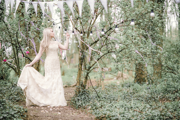 Sarah-Brabbin-Photography-Ian-Stuart-Wedding-Dress-Applewood-Weddings-Woodland-Wedding-Fairytale-wedding (34)