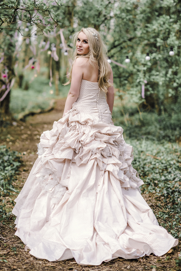 Sarah-Brabbin-Photography-Ian-Stuart-Wedding-Dress-Applewood-Weddings-Woodland-Wedding-Fairytale-wedding (4)