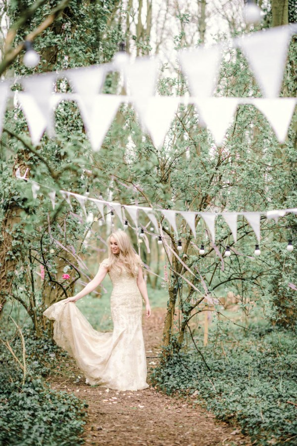 Sarah-Brabbin-Photography-Ian-Stuart-Wedding-Dress-Applewood-Weddings-Woodland-Wedding-Fairytale-wedding