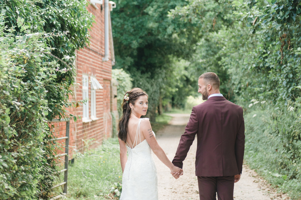 hannah-mcclune-photography-mill-house-hotel-swallowfield-rustic-wedding-burgundy-and-peach-wedding-43
