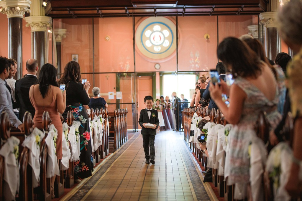 old hollywood inspired wedding - Clarte Photography - pageboy entrance