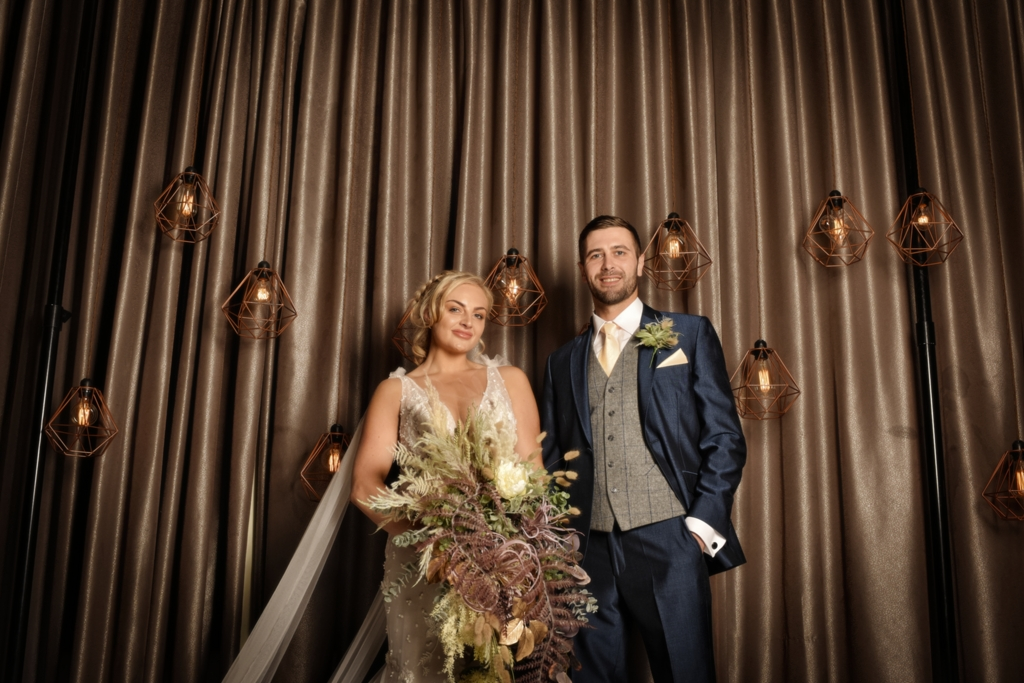 gold wedding inspiration - Jules Fortune Photography