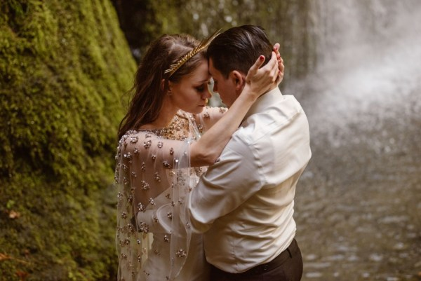 A beautiful, intimate elopement with hiking in the Willamette National Forest in Oregon