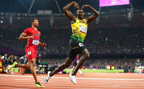 Usain Bolt does the Mobot