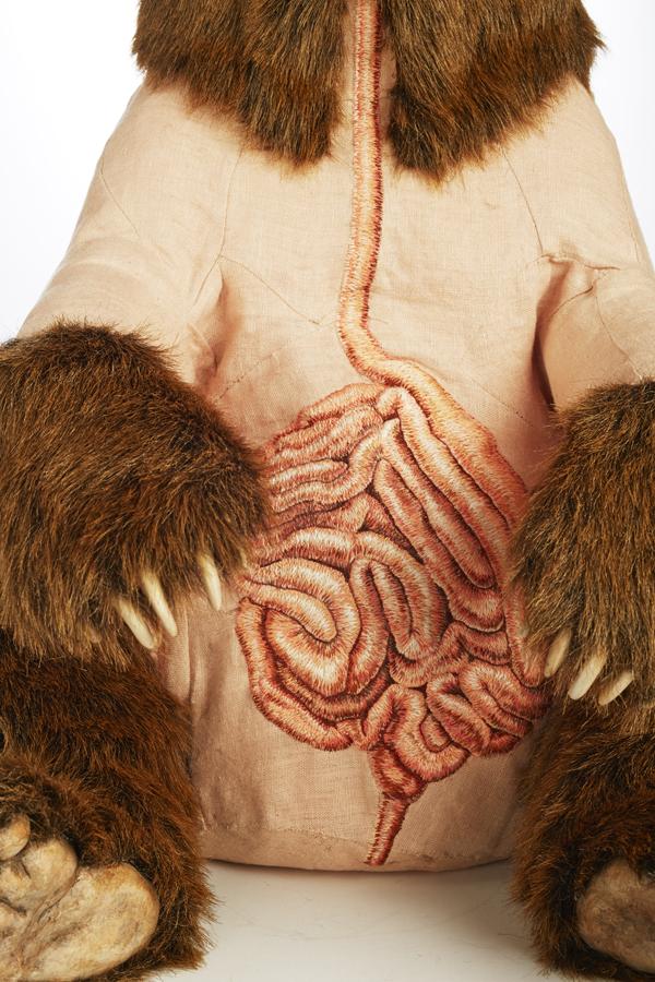 Deborah Simon - Ursus arctos horribilus - embroidery