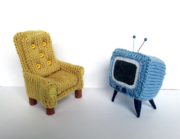 Tiny armchair & TV by caffaknitted, 2014.