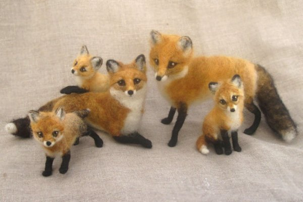 Hannah Stiles/Ainigmati, needle felted fox family