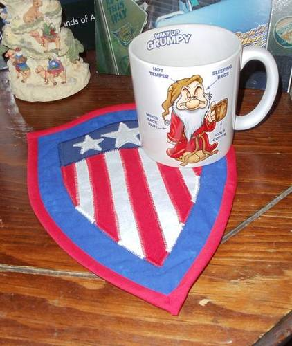 Craftster Pick of the Week – AugustBell's Captain America Mug Rug