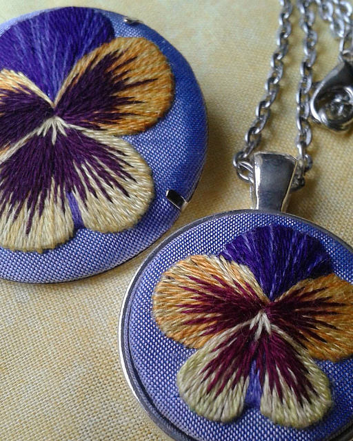 Pansy brooch by Marg Diel, 2015.