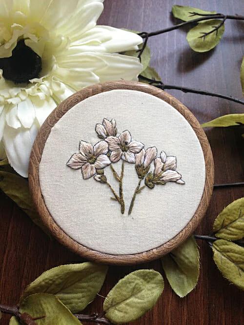 Pengelly Crafts - White Floral Hoop