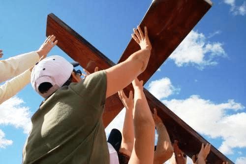 Laicos, el gigante dormido, despierta y levanta la cruz para evangelizar